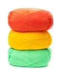 Стог пасм пряжи в желтых, оранжевых, зеленых цветах Стоковые Фото