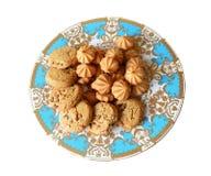 Стог печений обломока шоколада в винтажной голубой плите Стоковая Фотография
