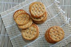 Стог печенья на таблице Стоковая Фотография RF