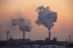 Стог печной трубы куря Тема загрязнения воздуха и изменения климата Стоковые Изображения RF