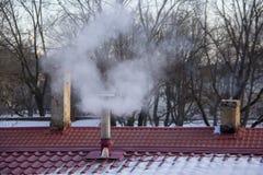 Стог печной трубы куря Тема загрязнения воздуха и изменения климата Стоковые Изображения