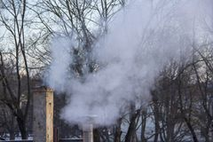 Стог печной трубы куря Тема загрязнения воздуха и изменения климата Стоковые Фото