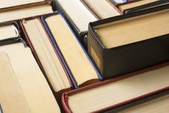 Стог предпосылки книг много куч книг Стоковые Изображения RF