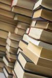 Стог предпосылки книг много куч книг Стоковое Изображение