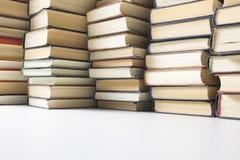 Стог предпосылки книг много куч книг Стоковое Фото