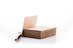 Стог пустой визитной карточки на белой предпосылке Стоковые Изображения RF