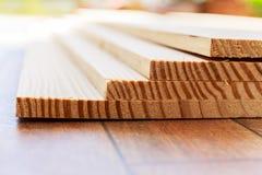 Стог древесины пиломатериала с прокладкой Стоковые Изображения