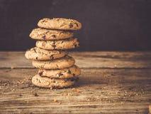 Стог самых лучших печений обломока шоколада с оранжевым пылом Стоковое Фото