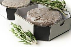 Стог свежего сырцового пирожка бургера изолированного на белизне Стоковое Изображение