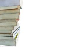 Стог старой книги выровнянный вверх на белой предпосылке, положил налево Стоковые Изображения
