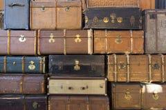 Стог старых кожаных чемоданов Стоковое Фото