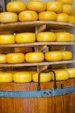 Стог сыра в магазине s от Делфта, Нидерландов Стоковые Изображения