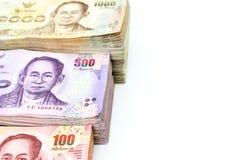 Стог тайских денег на белой пользе предпосылки для предпосылки денег Стоковое Изображение