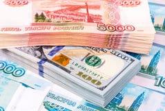 Стог 5 тысячн банкнот русских рублевок Стоковые Изображения RF