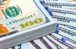 Стог 10 тысяч американских долларов закрывает вверх Стоковые Изображения RF