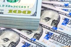 Стог 10 тысяч американских долларов закрывает вверх Стоковые Фотографии RF
