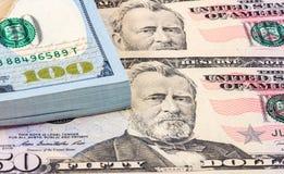 Стог 10 тысяч американских долларов закрывает вверх Стоковое Изображение
