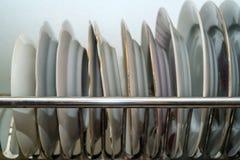 Стог чистых белых плит керамики Стоковое Фото