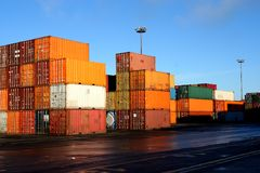 стог 5 контейнеров Стоковая Фотография RF