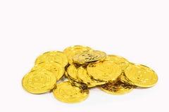Стог Bitcoin цифровые деньги на белой предпосылке Стоковое Изображение