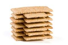 Стог crispbreads зерна изолированных на белой предпосылке Стоковая Фотография
