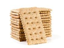 Стог crispbreads зерна изолированных на белой предпосылке Стоковые Фотографии RF