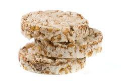 Стог crispbreads зерна изолированных на белой предпосылке Стоковые Фото