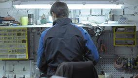 Стоимость ремонтника его таблица работы Волшебник ремонта автомобилей места для работы акции видеоматериалы