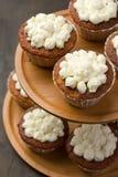 стойка булочек торта Стоковые Фотографии RF