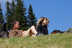 стойка горы травы друзей Стоковое Фото