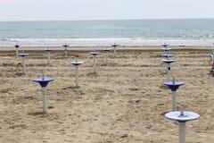 Стойка зонтика на пляже Стоковая Фотография