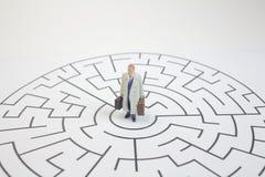 стойка на лабиринте, концепция бизнесмена дела Стоковая Фотография