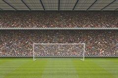 Стойка футбольного стадиона с толпой, столбами цели Стоковые Изображения RF