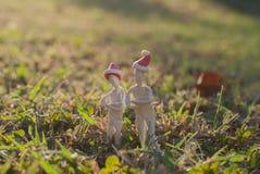 Стойка 2 человек на траве Стоковые Изображения RF