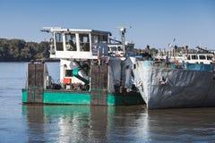 Стойки шлюпки толкателя причаленные на Дунае Стоковые Изображения RF