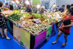 Стойлы продавая плодоовощ Стоковое Изображение RF
