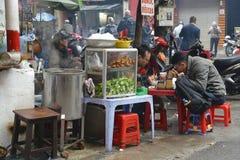 Стойл еды улицы в квартале Ханоя старом Стоковая Фотография