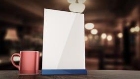 Стойте для модель-макета карточки шатра таблицы белых листов бумаги буклетов акрилового на деревянном с предпосылкой чашки запачк Стоковые Фотографии RF