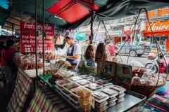Стойл еды улицы в Бангкоке, Таиланде Стоковое фото RF