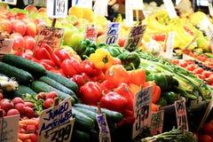 Стойл плодоовощ на рынке фермеров Стоковые Изображения RF