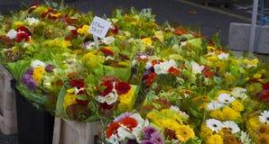 Стойл цветка в местном рынке Стоковое Фото
