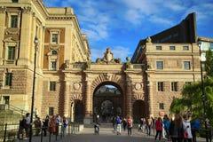 СТОКГОЛЬМ, ШВЕЦИЯ - 19-ОЕ АВГУСТА 2016: Прогулка и посещение людей на никаком Стоковое Изображение