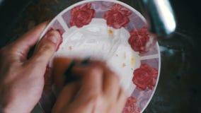 Сток кухни закупоривая вверх с частицами еды сток-видео