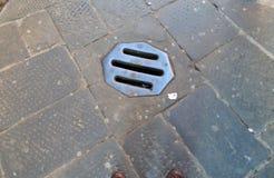 Сток металла в средневековой улице стоковое фото rf