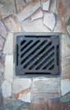 Сток решетки металла на идя улице Стоковые Фото