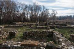 Столбец и руины здания на археологических раскопках Dion Pieria стоковые изображения rf