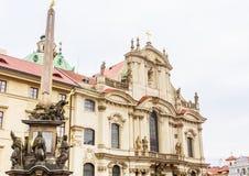Столбец святой троицы и церков St Nicholas стоковое изображение rf