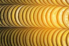 Столбцы золотых монеток, куч предпосылки монеток Стоковые Фотографии RF