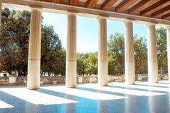 Столбцы и сады древнегреческия стоковое фото