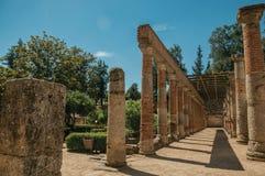 Столбцы и architrave кирпича на римском театре Мериды стоковые фото